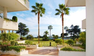 Seafront apartment for sale in a beachfront complex, New Golden Mile, Marbella - Estepona 3