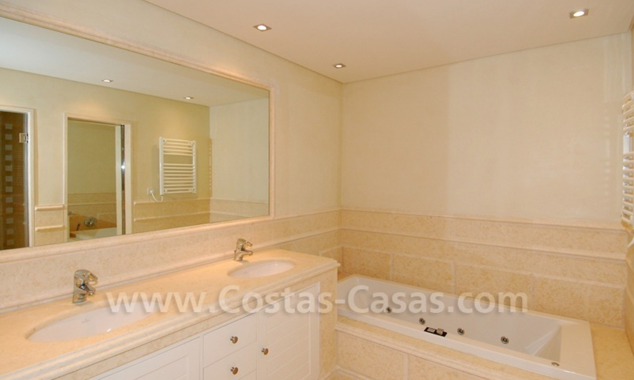 Luxury apartment for sale in a beachfront complex on the New Golden Mile in the area between Marbella and Estepona 13