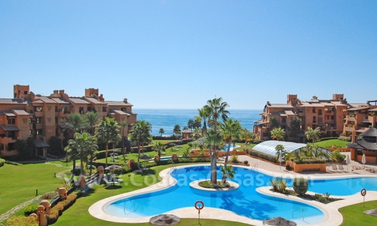Luxury apartment for sale in a beachfront complex on the New Golden Mile in the area between Marbella and Estepona 0