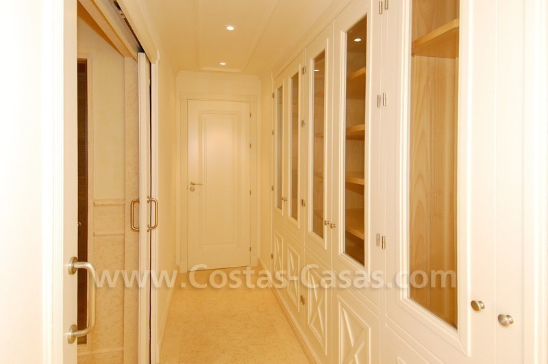 Luxury apartment for sale in a beachfront complex on the New Golden Mile in the area between Marbella and Estepona 12