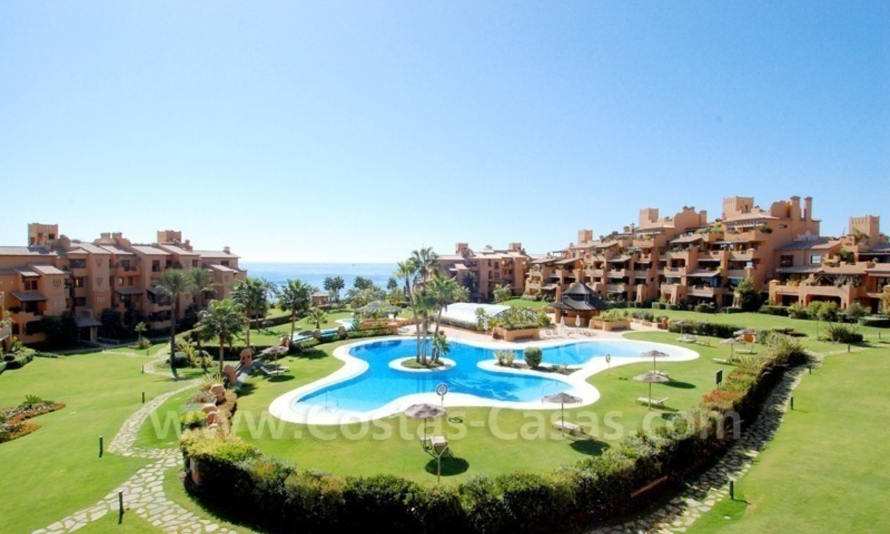 Luxury apartment for sale in a beachfront complex on the New Golden Mile in the area between Marbella and Estepona 1