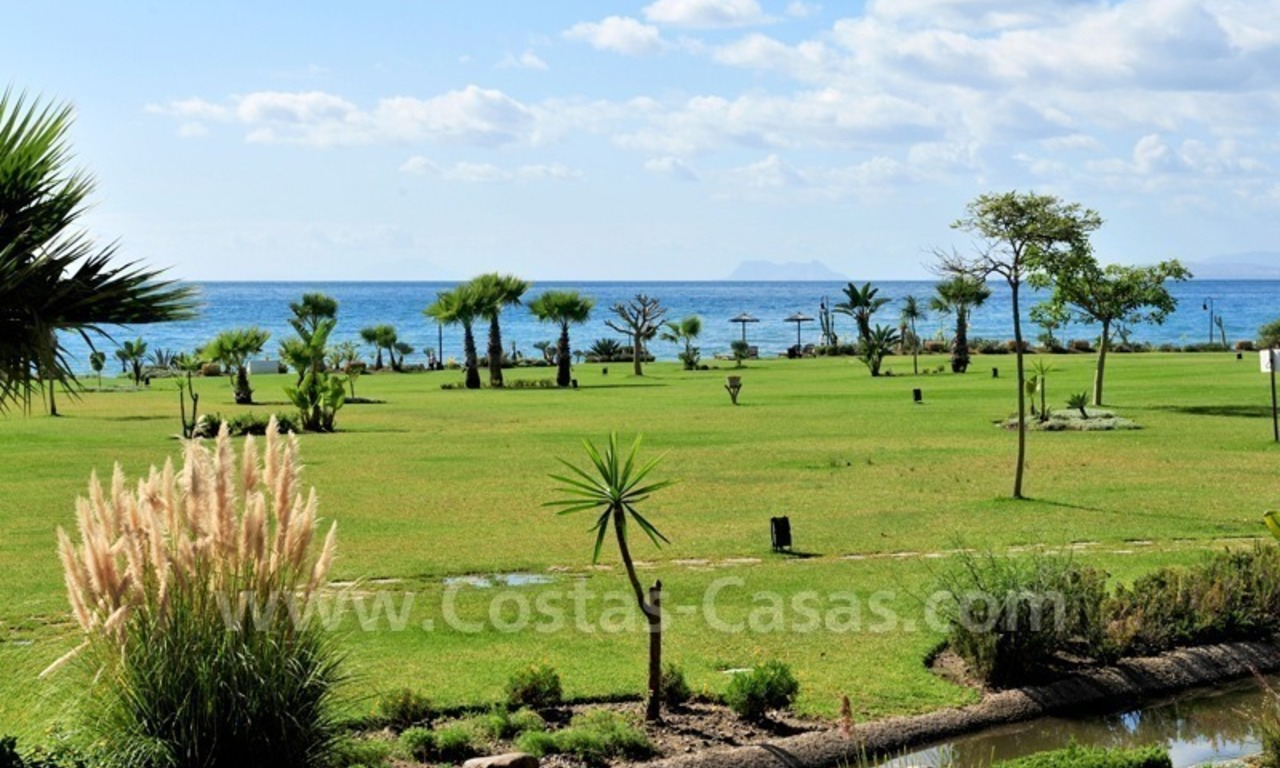 Luxury apartment for sale in an exclusive beachfront complex between Marbella and Estepona centre 26