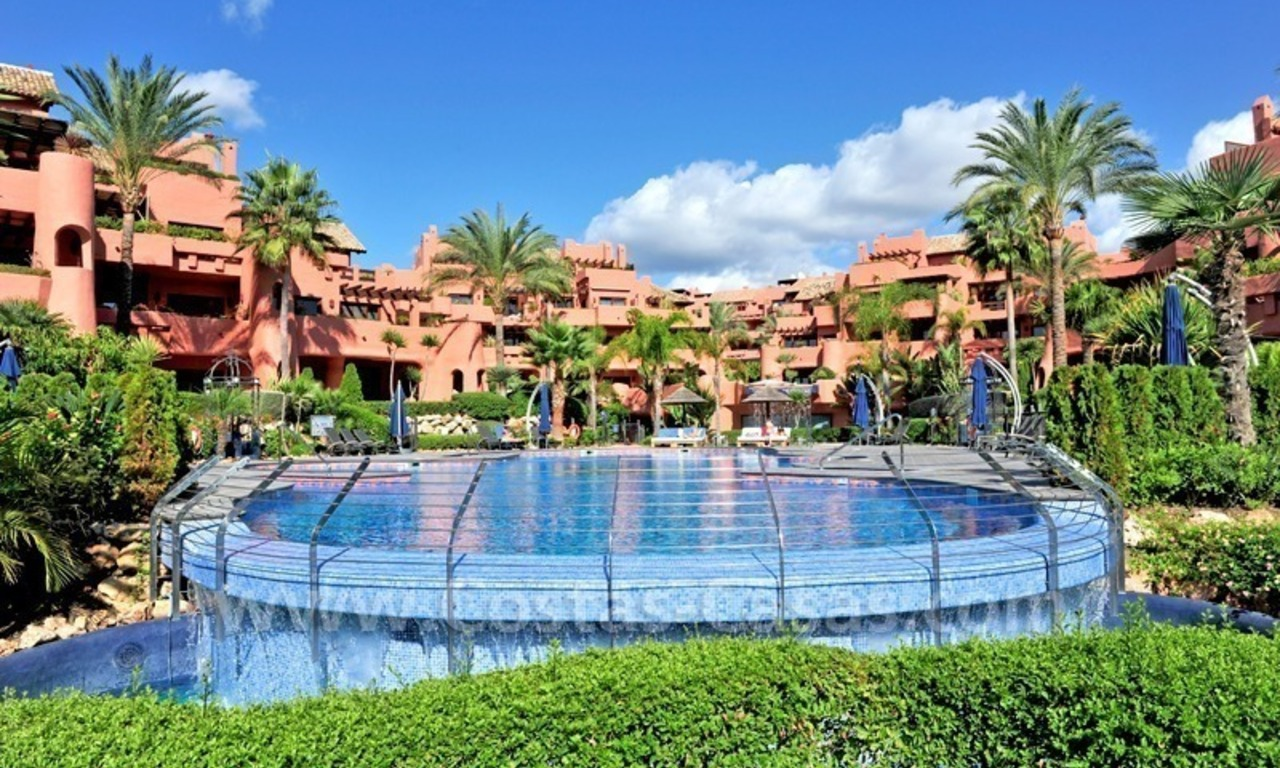 Frontline beach luxury apartment for sale in an exclusive beachfront complex between Marbella and Estepona 8