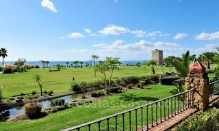 Frontline beach luxury apartment for sale in an exclusive beachfront complex between Marbella and Estepona 4
