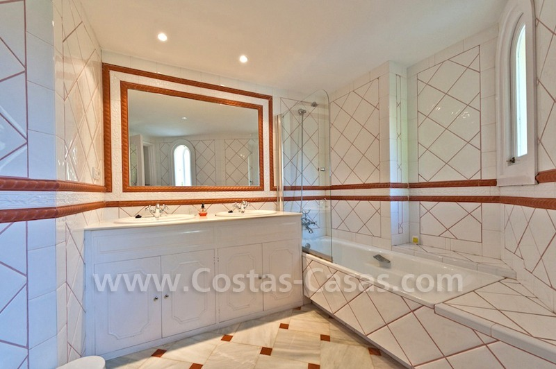 Cozy rustic styled villa to buy in the area of Marbella - Benahavis 12