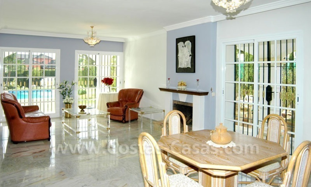 Bargain Andalusian style detached villa to buy in West Marbella 13
