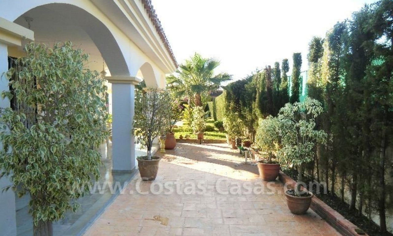 Bargain Andalusian style detached villa to buy in West Marbella 5