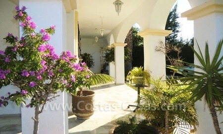 Bargain Andalusian style detached villa to buy in West Marbella 21