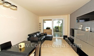 Seafront apartment for sale in a beachfront complex, New Golden Mile, Marbella - Estepona 14