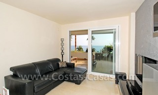 Seafront apartment for sale in a beachfront complex, New Golden Mile, Marbella - Estepona 13