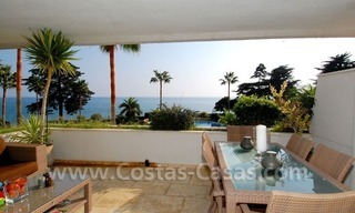 Seafront apartment for sale in a beachfront complex, New Golden Mile, Marbella - Estepona 11