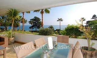 Seafront apartment for sale in a beachfront complex, New Golden Mile, Marbella - Estepona 12