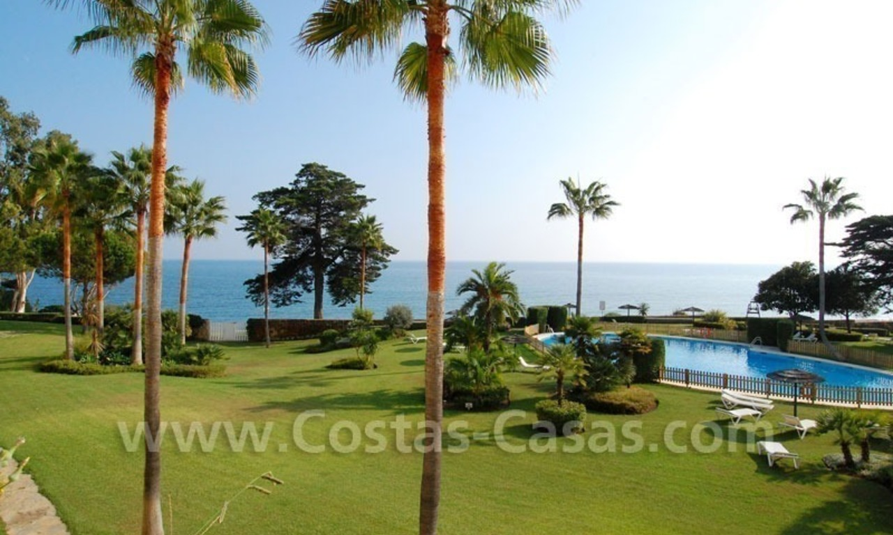 Seafront apartment for sale in a beachfront complex, New Golden Mile, Marbella - Estepona 9