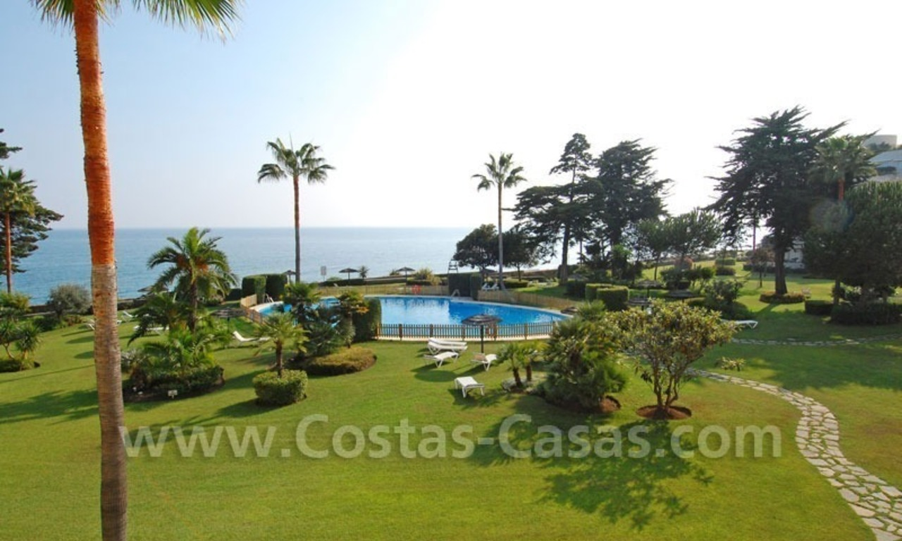Seafront apartment for sale in a beachfront complex, New Golden Mile, Marbella - Estepona 10