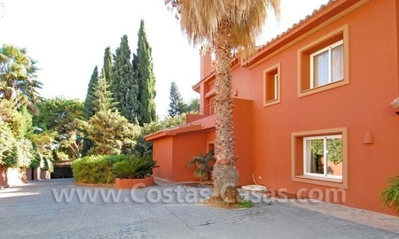 Rustic villa for sale on the Golden Mile in Marbella 10