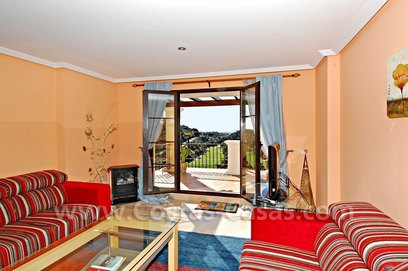 Bargain penthouse apartment for sale in a gated first line golf complex, Marbella – Benahavis 5