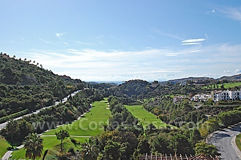 Bargain penthouse apartment for sale in a gated first line golf complex, Marbella – Benahavis