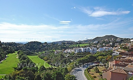 Bargain penthouse apartment for sale in a gated first line golf complex, Marbella – Benahavis 1