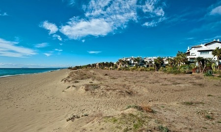 Apartment for sale, frontline beach complex between Marbella and Estepona town