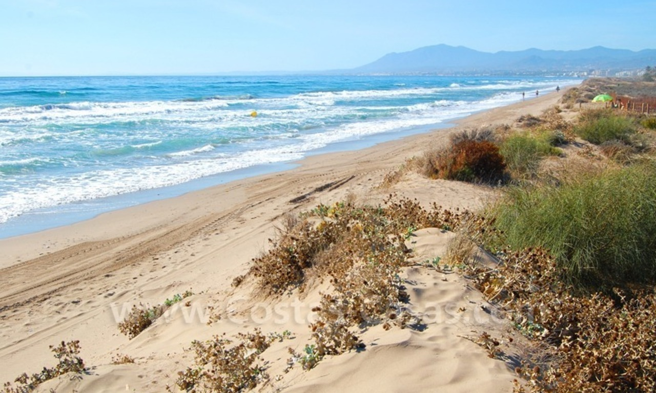 Beachfront townhouse for sale in Marbella 12
