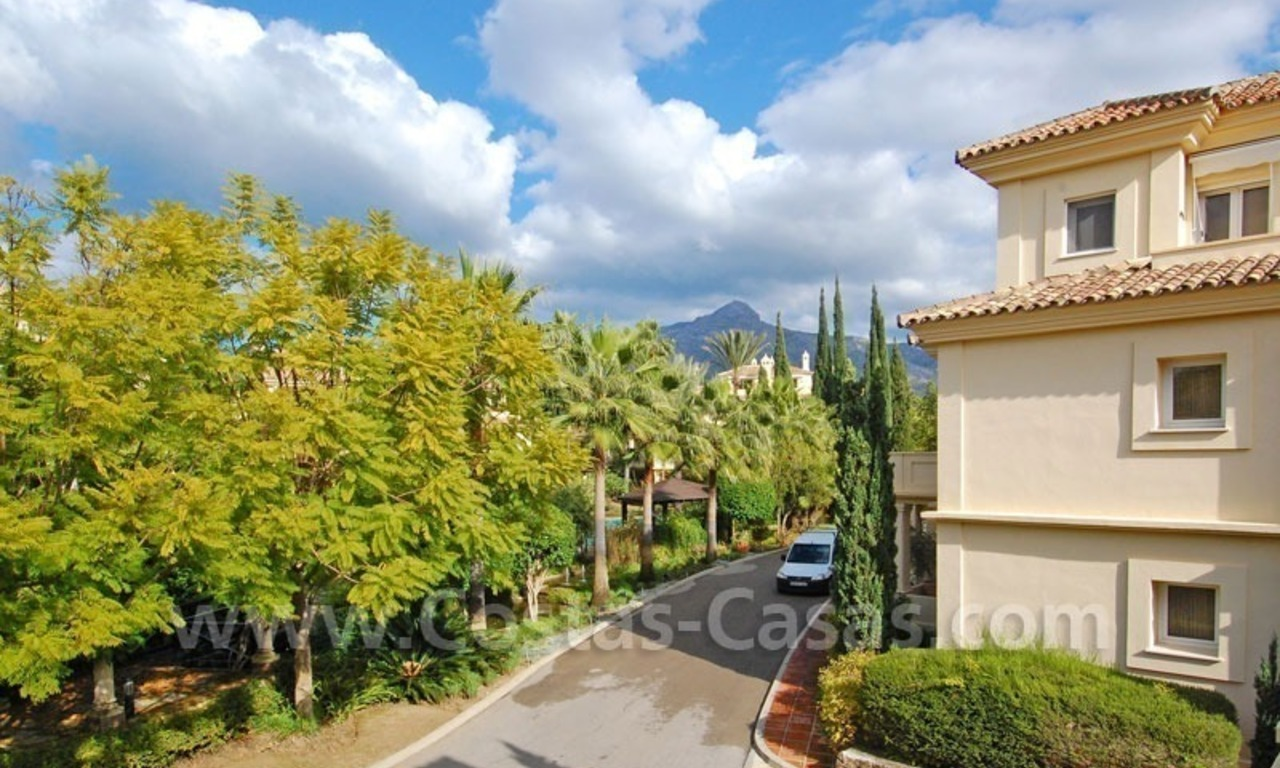 Spacious luxury apartment for sale in Nueva Andalucia, Marbella 4