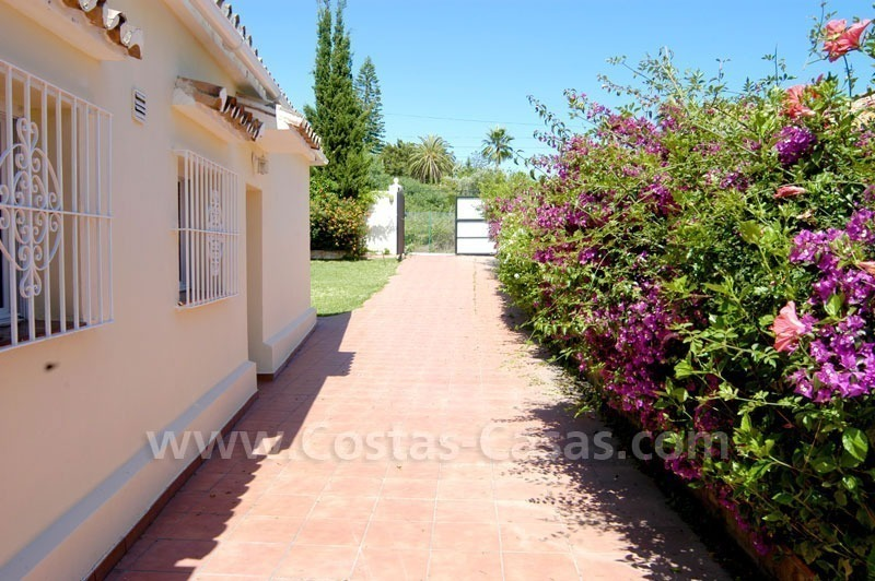 Bargain renovated detached villa for sale in Marbella 10