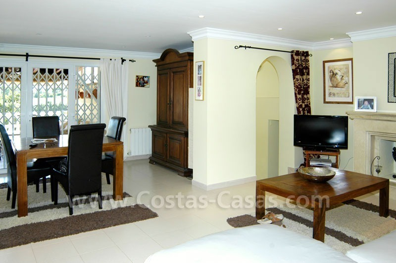 Bargain renovated detached villa for sale in Marbella 11