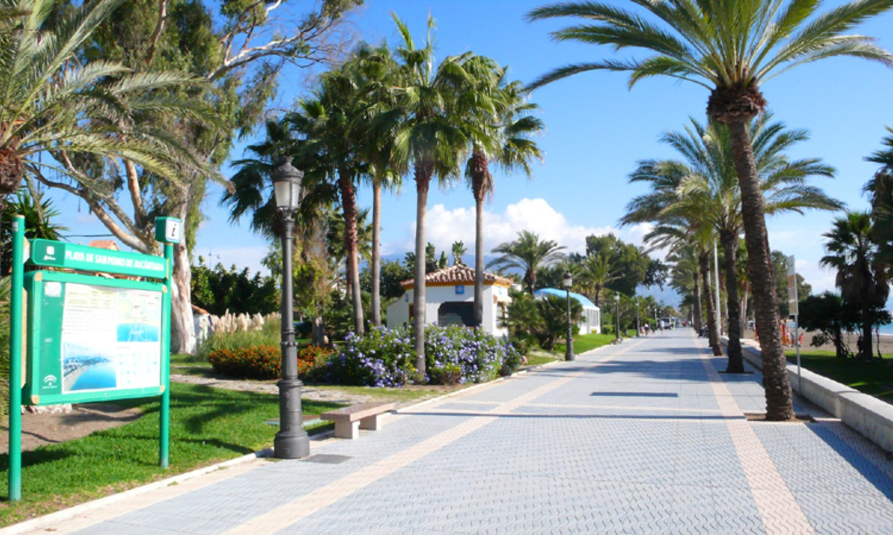 Cozy apartments and penthouses close to the beach to buy in Marbella 16