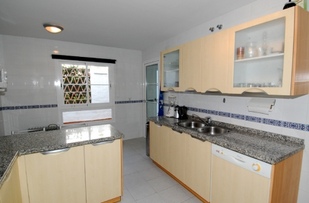 Cozy ground-floor apartment for sale on beachfront complex in Marbella 5