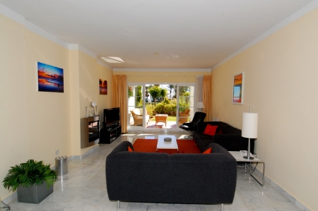 Cozy ground-floor apartment for sale on beachfront complex in Marbella 2