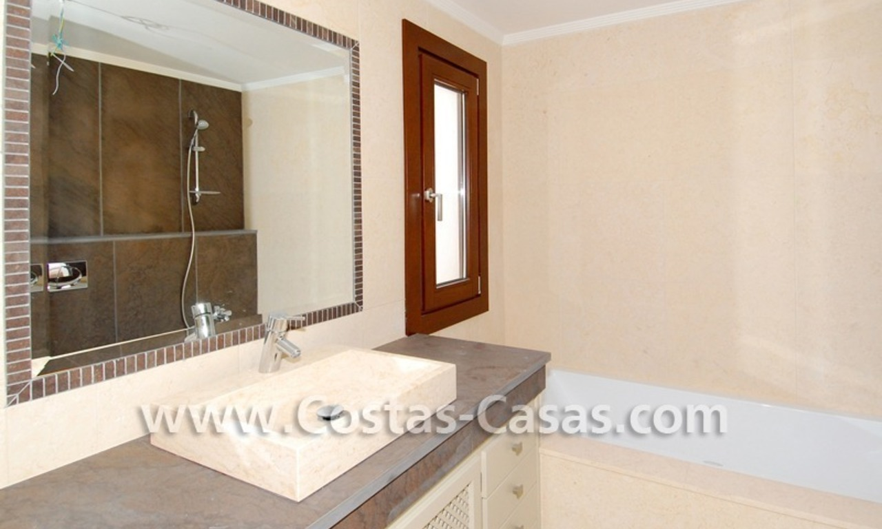 Cozy luxury villa to buy in a gated resort, Benahavis – Estepona - Marbella 16