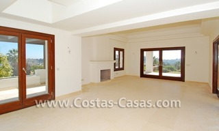 Cozy luxury villa to buy in a gated resort, Benahavis – Estepona - Marbella 8