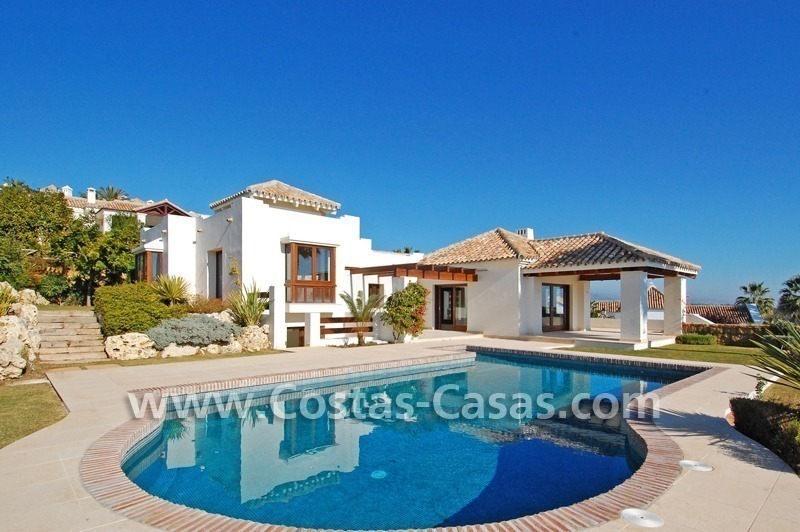Cozy luxury villa to buy in a gated resort, Benahavis – Estepona - Marbella