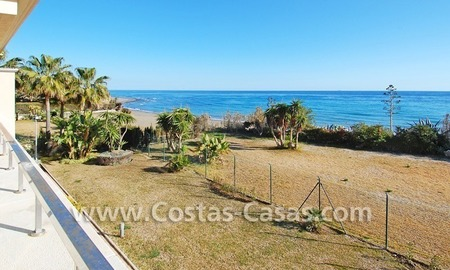Luxury front line beach apartment for sale in an exclusive beachfront complex, New Golden Mile, Marbella - Estepona 3