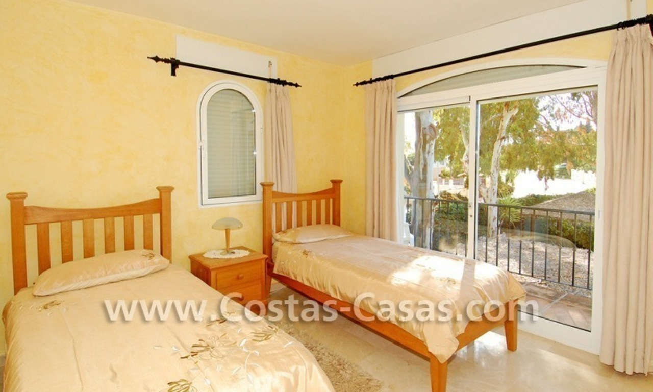 Cozy villa to buy in East of Marbella 17