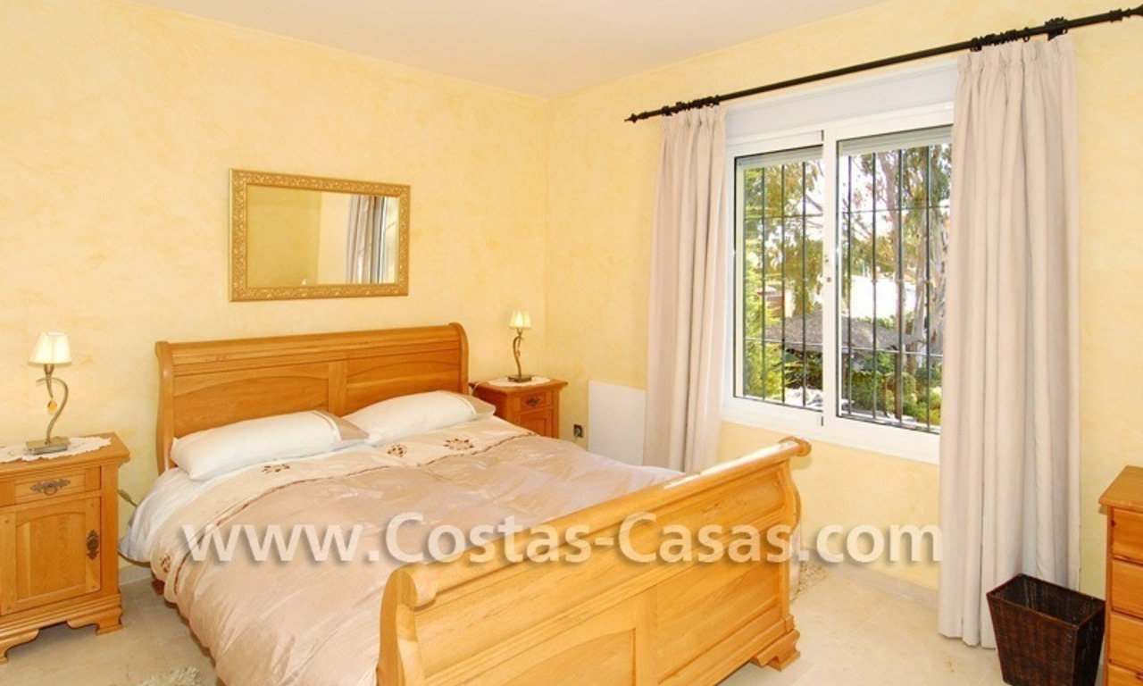 Cozy villa to buy in East of Marbella 18