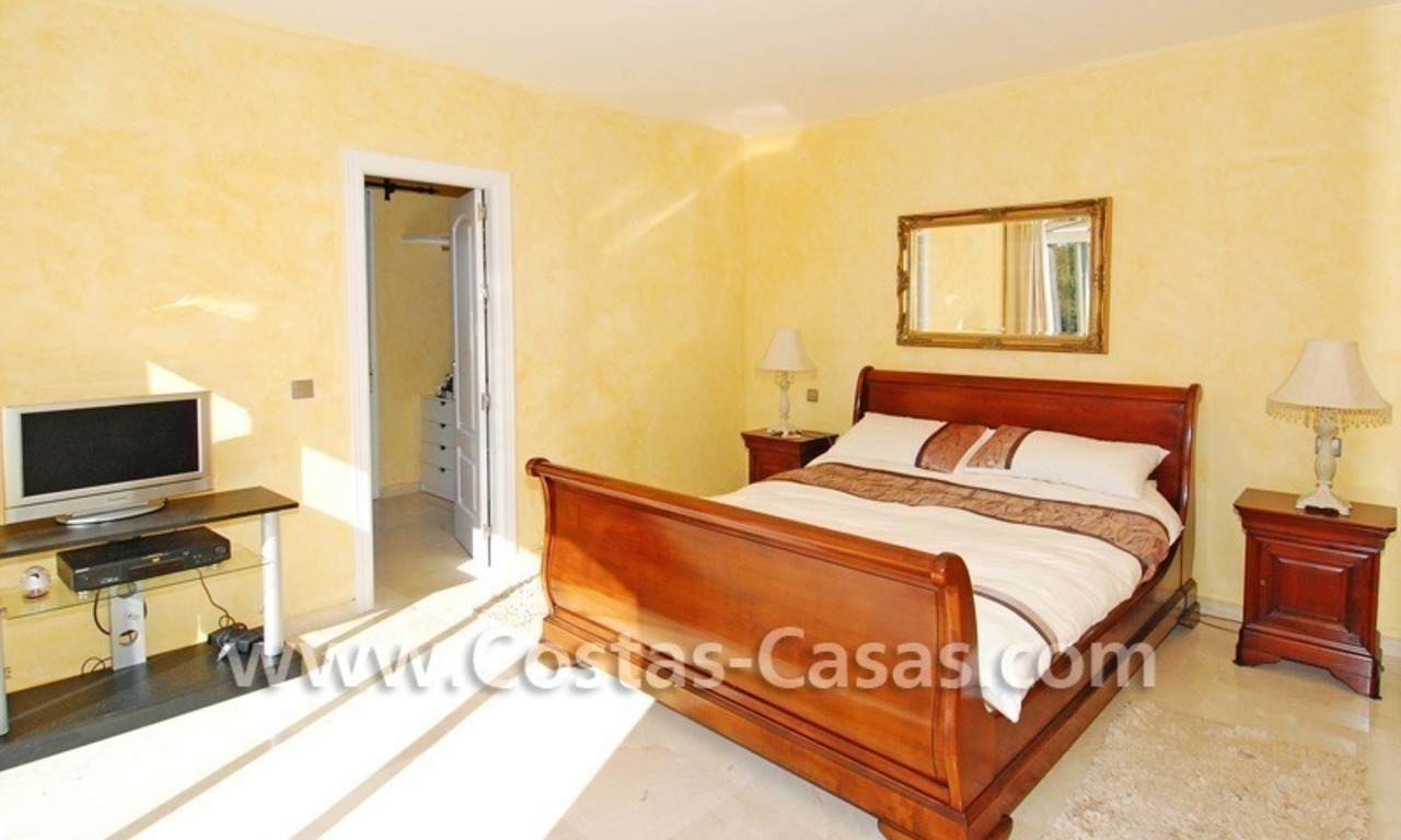 Cozy villa to buy in East of Marbella 19