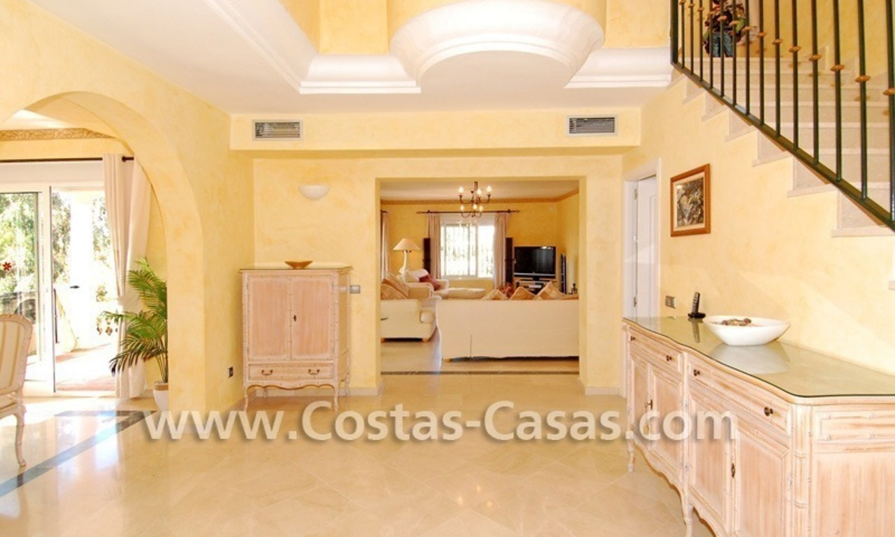 Cozy villa to buy in East of Marbella 8