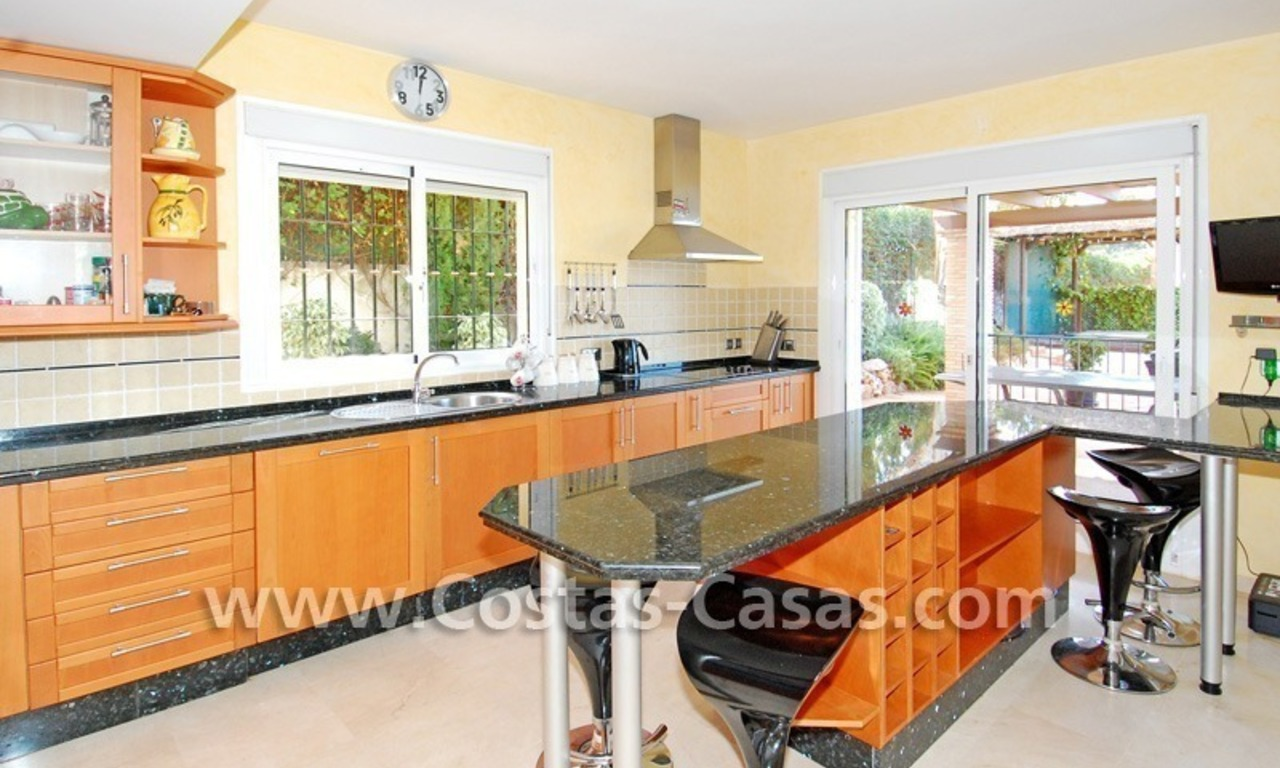 Cozy villa to buy in East of Marbella 12