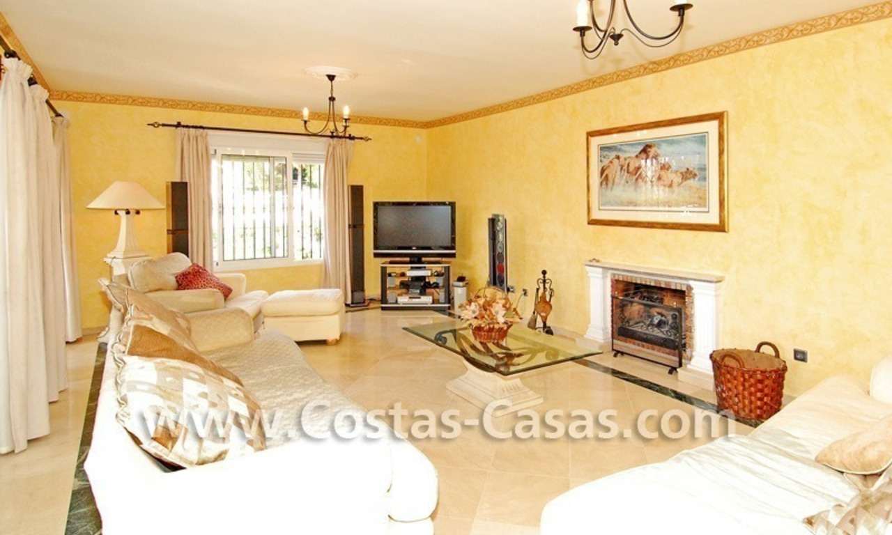 Cozy villa to buy in East of Marbella 10