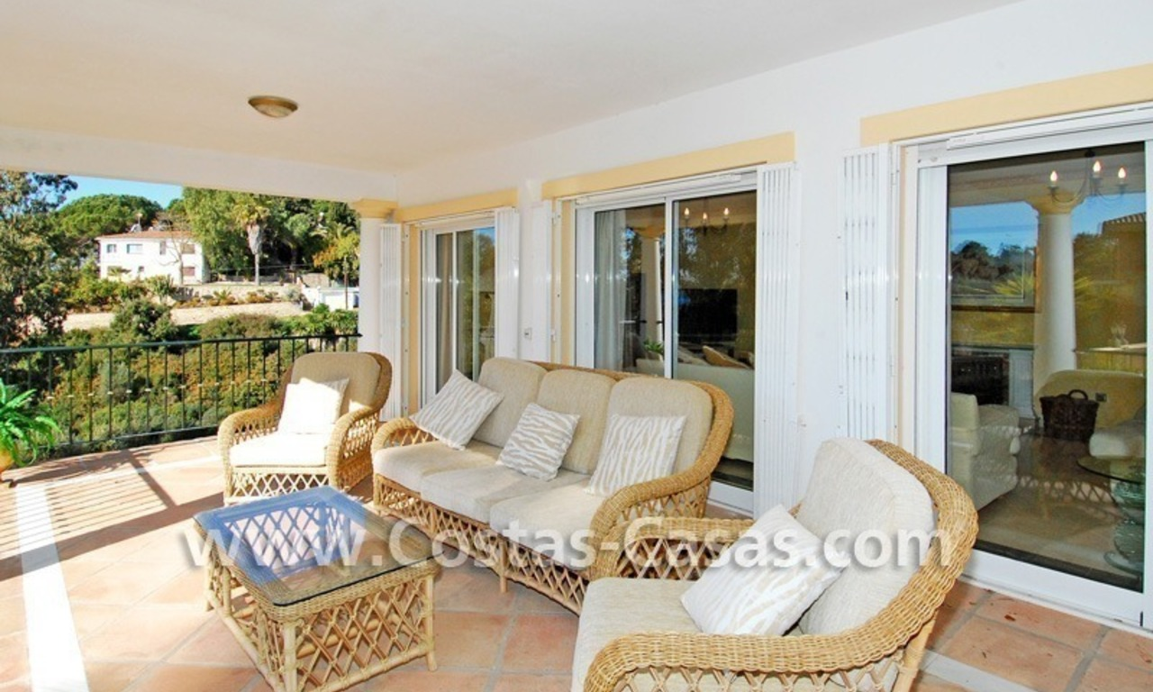 Cozy villa to buy in East of Marbella 6