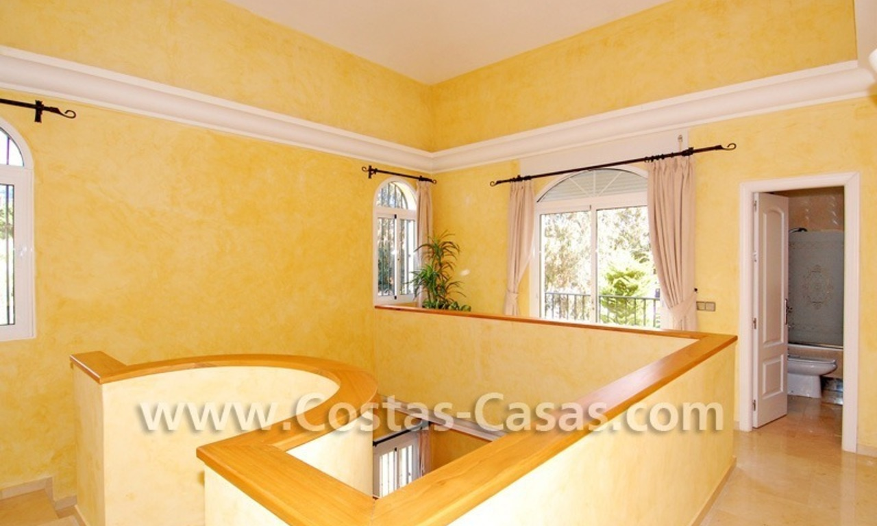 Cozy villa to buy in East of Marbella 14