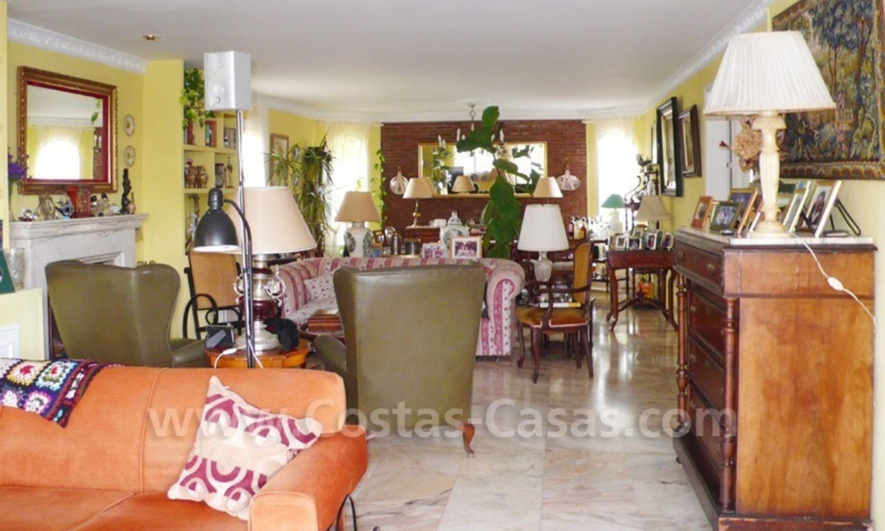 Beachside villa for sale, near the beach in east Marbella 7