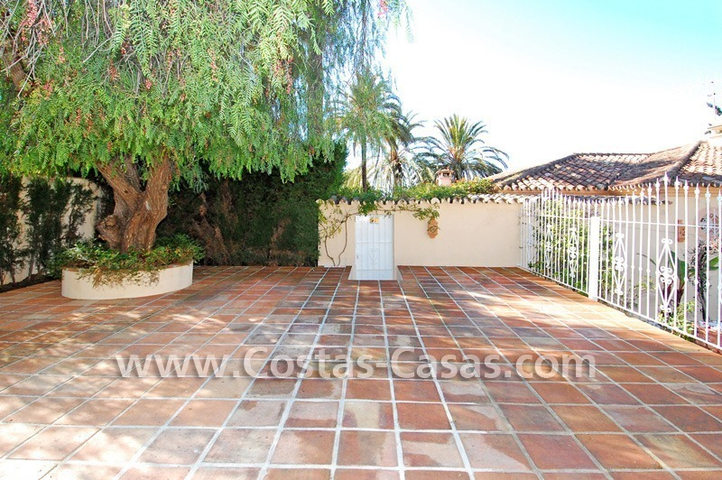Bargain villa to buy in Marbella Estepona 8