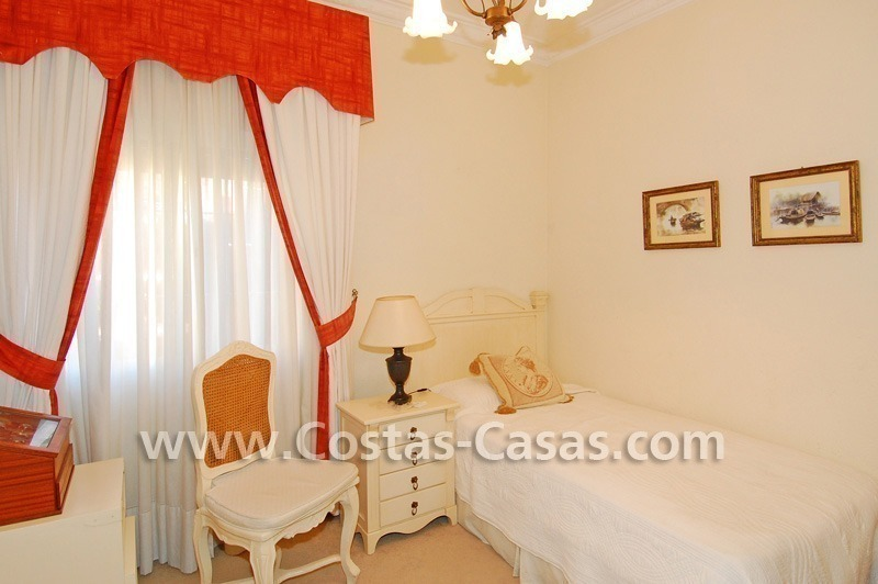 Bargain villa to buy in Marbella Estepona 22
