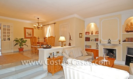 Bargain villa to buy in Marbella Estepona 17