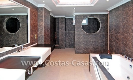 Double penthouse apartment to buy in central Puerto Banus, Marbella 18