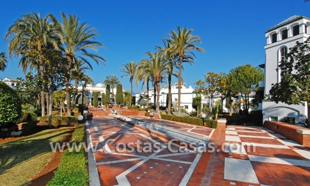 Frontline beach detached villa for sale on gated beachfront complex, Marbella - Estepona 25