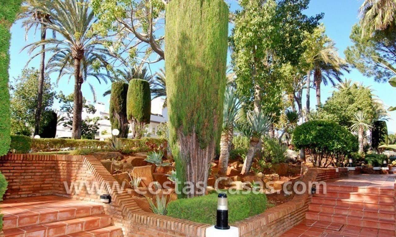 Frontline beach detached villa for sale on gated beachfront complex, Marbella - Estepona 26