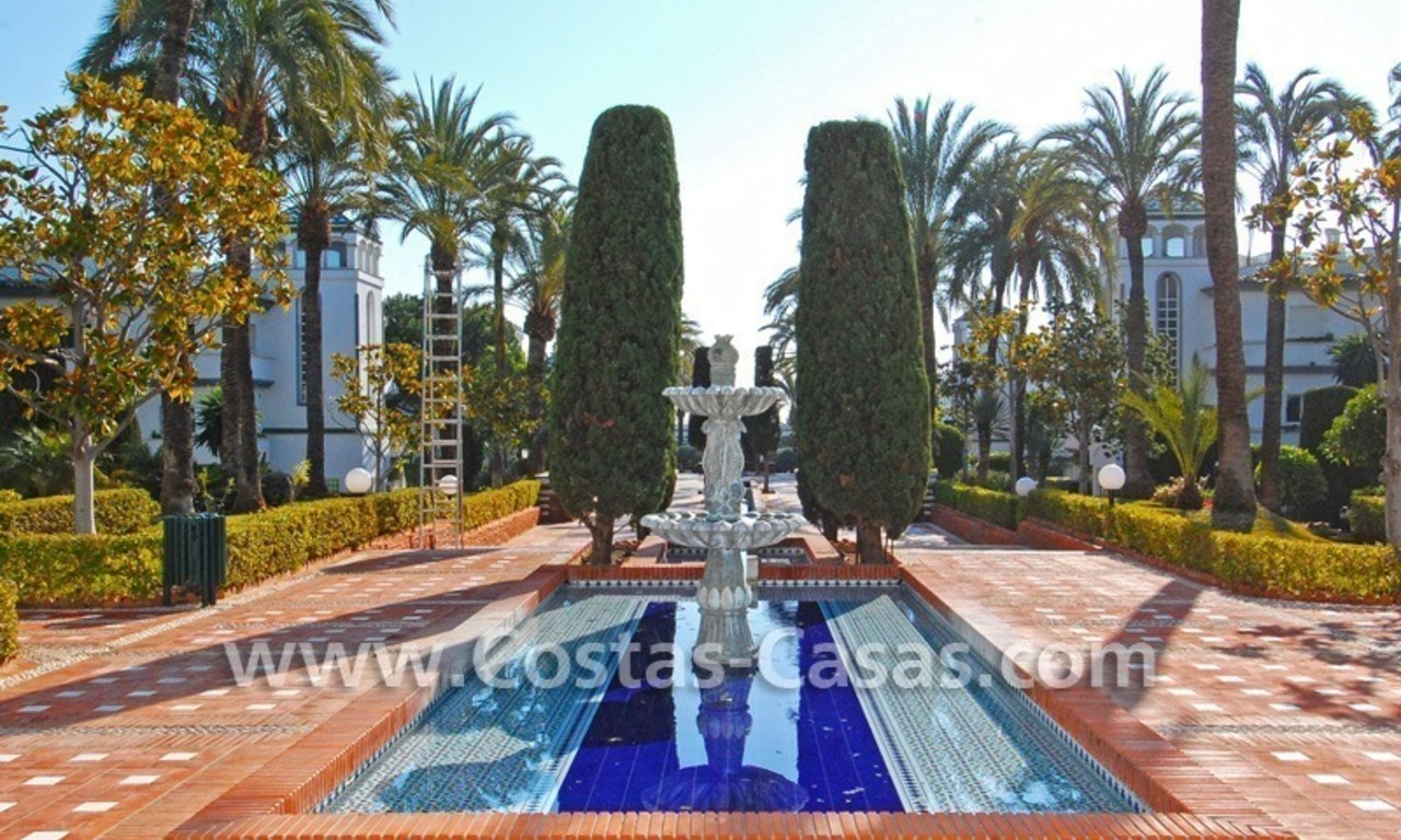 Frontline beach detached villa for sale on gated beachfront complex, Marbella - Estepona 27